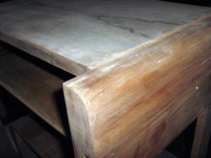 tavolino-dec-in-fase-di-restauro___1.jpg